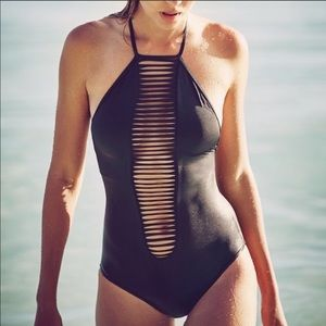 VS | Sexy Strappy One Piece Swimsuit